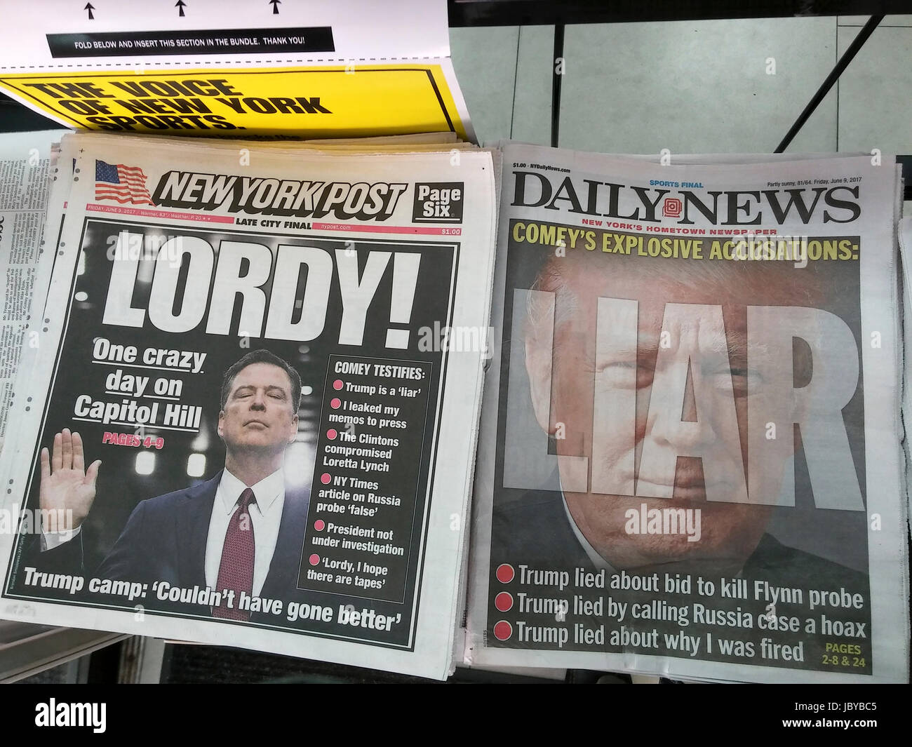 Headlines of New York newspapers on Friday, June 9, 2017 report previous day's testimony before the Senate Intelligence Committee of former FBI Director James Comey. (© Richard B. Levine) Stock Photo